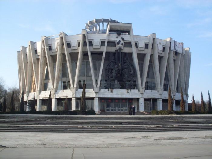 (galerie foto) Circul din Chișinău a intrat în topul celor mai bizare construcții