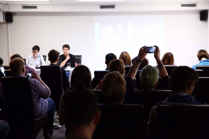 (galerie foto) Campaniile de informare sunt cele mai eficiente instrumente în promovarea drepturilor LGBT. Cum s-a desfășurat conferința organizată de GENDERDOC-M