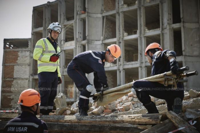 (galerie foto) EUMOLDEX 2017: Salvatori din nouă țări au intervenit în diverse situații tactice la o simulare de cutremur