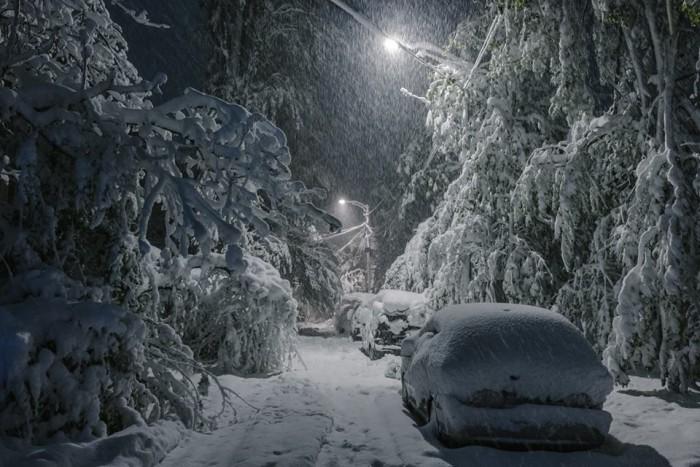 (galerie foto) Imagini apocaliptice. În luna lui aprilie, Chișinăul e în nămeți