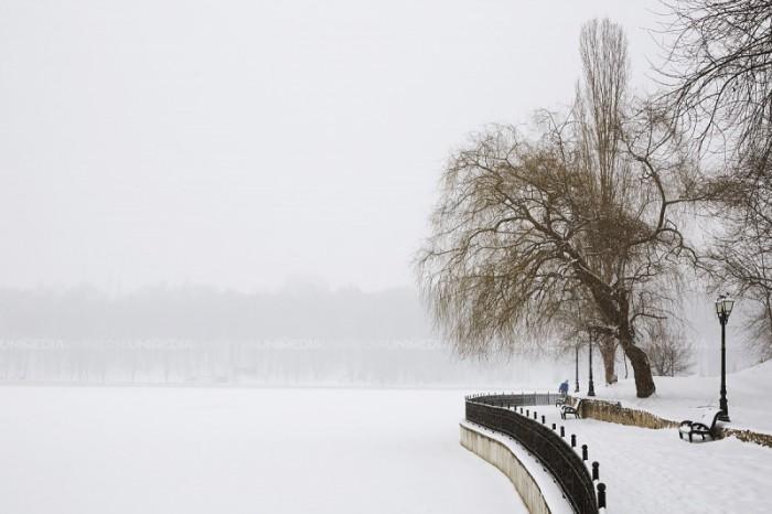 (galerie foto) Imagini de poveste. După ce mai multe zile în țară a nins continuu, Chișinăul a fost acoperit de zăpadă