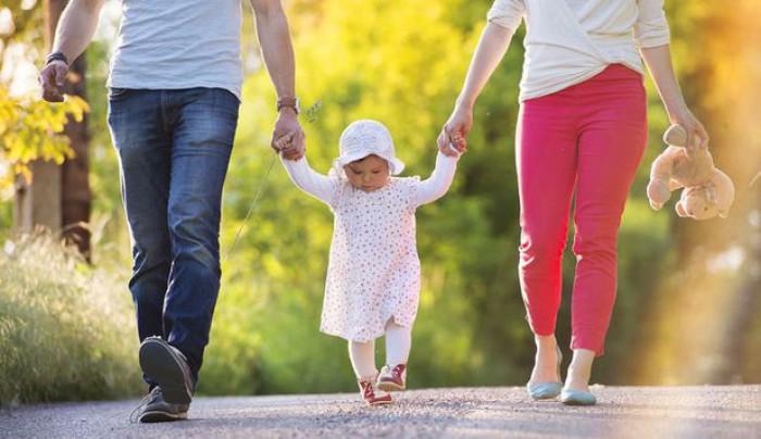 Ghid pentru îngrijirea copiilor în primul an de viaţă. Cum trebuie trataţi aceştia atunci când încep să meargă