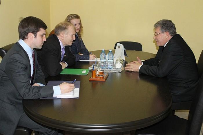Ghimpu a vorbit cu Ambasadorul american despre Filat și Plahotniuc