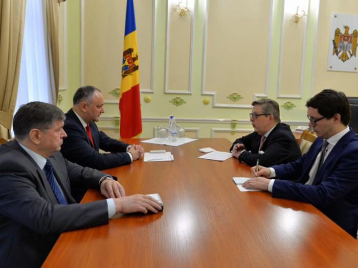 Igor Dodon s-a întâlnit cu Pirkka Tapiola. Au vorbit despre semnarea Memorandumului de colaborare Republica Moldova - Uniunea Euroasiatică