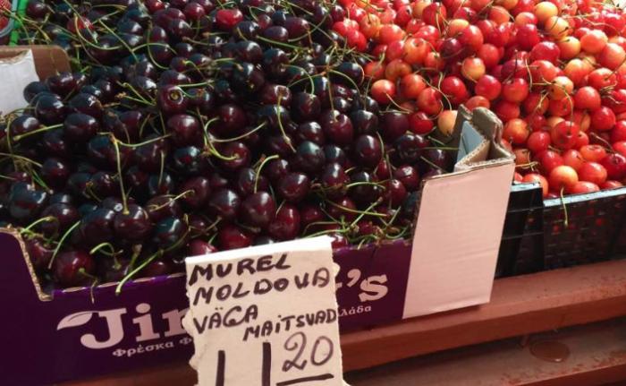 """Imaginea zilei: Cireșe moldovenești într-un magazin din Estonia cu mențiunea """"foarte bun"""""""