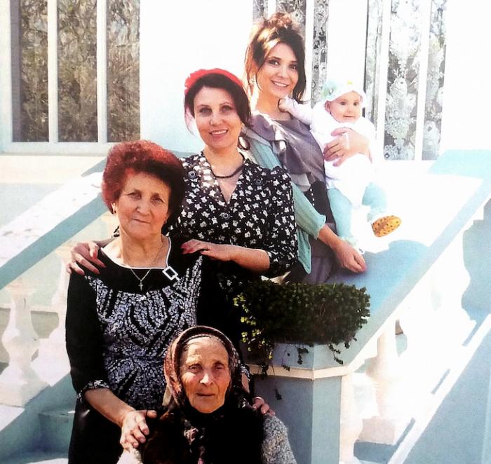 Imaginea zilei: Cinci generații de femei din Moldova, într-o poză virală postată de Spitalul Clinic Municipal