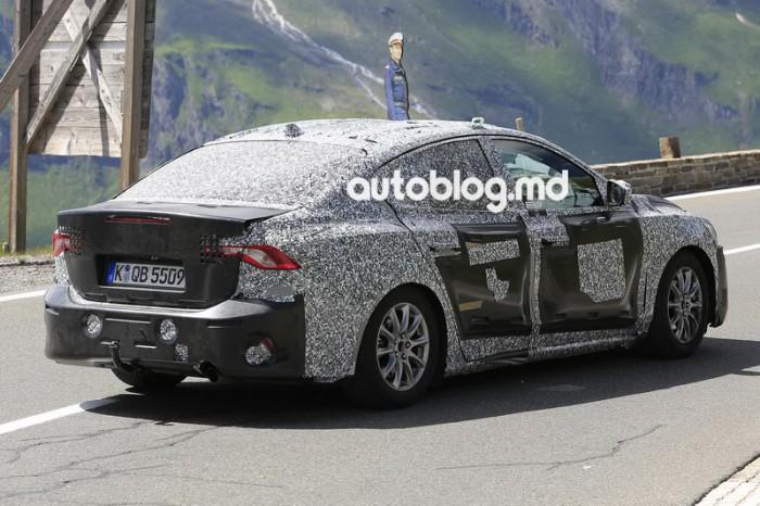 Imagini spion: Noul Ford Focus sedan încearcă drumurile din munţii Alpi
