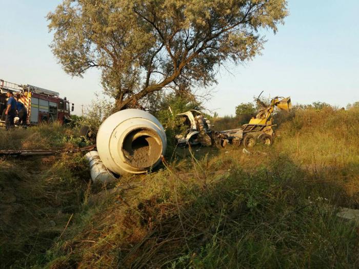 Impact mortal la Nisporeni: Un bărbat a murit după ce a intrat cu betoniera într-un copac