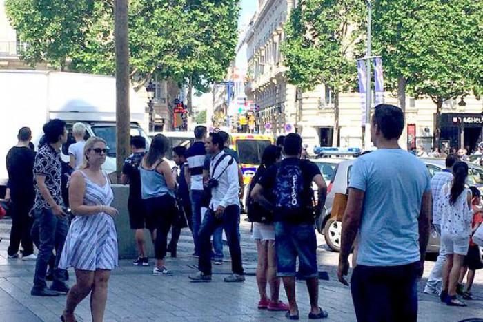 Incident de securitate în centrul Parisului. Vehicul al Jandarmeriei, lovit aparent intenţionat cu o maşină