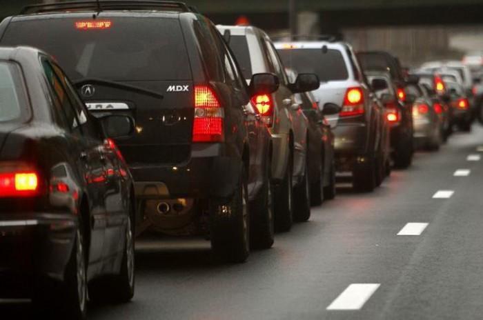 Informaţii pentru şoferi de la serviciul InfoTrafic: Iată unde există flux majorat de transport în capitală