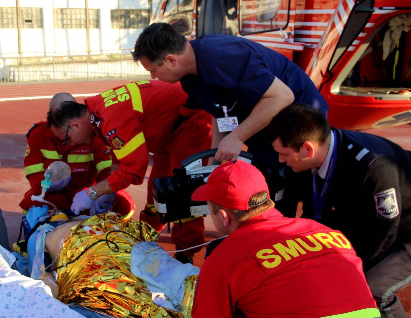 Intervenție SMURD în capitală: Un bărbat în comă de gradul III, adus la Chișinău după ce a căzut din remorca unui tractor