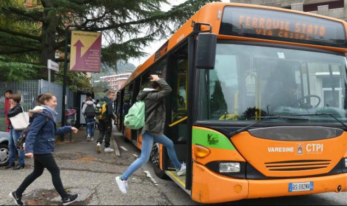 Italia:  Un moldovean a urcat beat la volan și a lovit un autobuz școlar