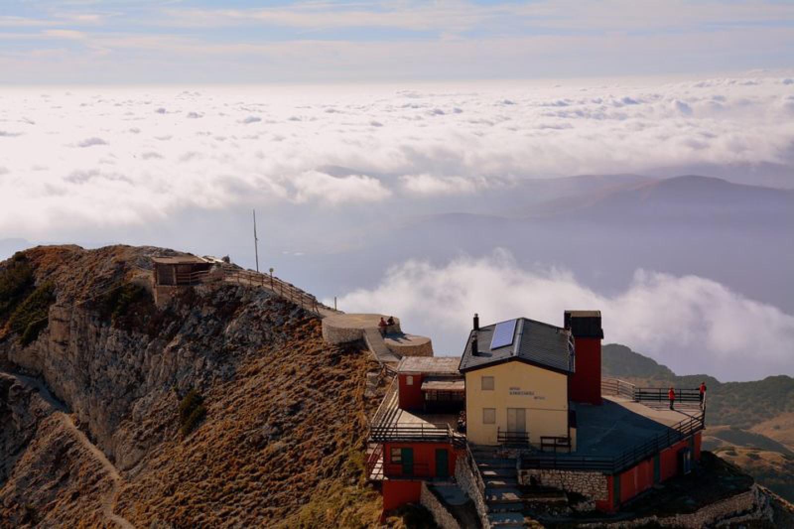(Italia) O moldoveancă a căzut în gol de pe un munte: A mers să alerge cu un prieten