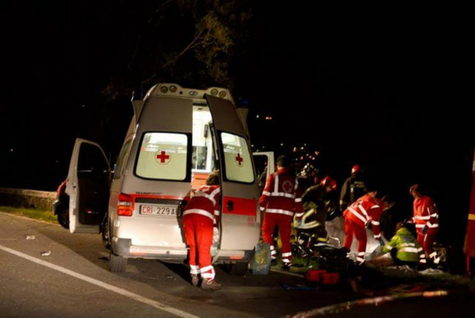 Italia: Un moldovean, lovit mortal de o mașină pe trotuar. Bărbatul vorbea la telefon