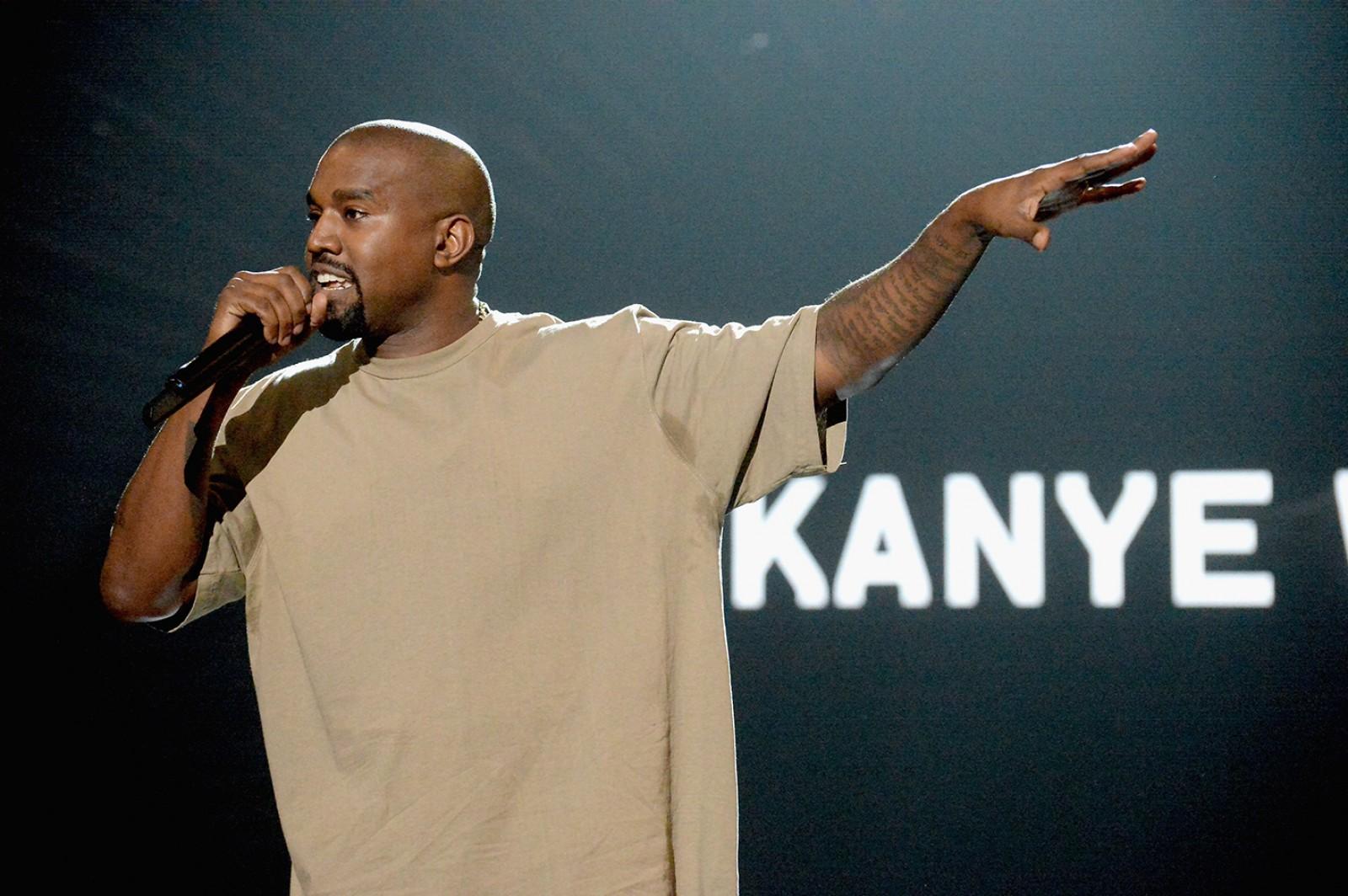 Kanye West scrie o carte despre obsesia oamenilor cu fotografiile