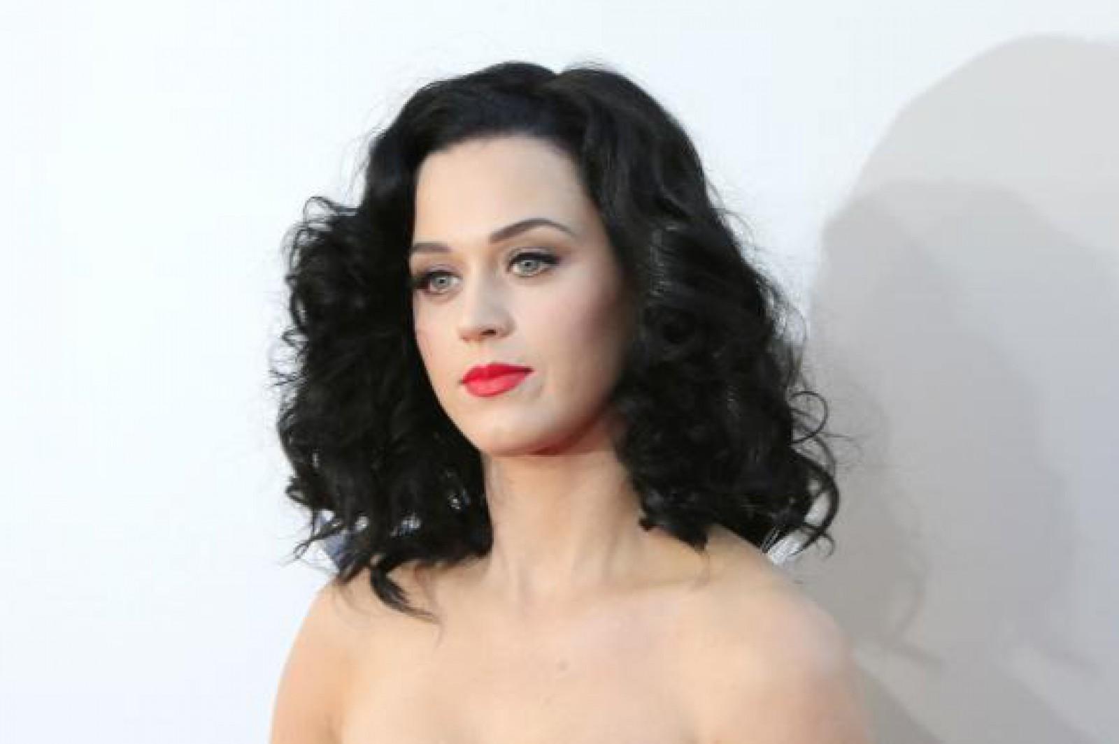 Katy Perry a câştigat 5 milioane de dolari după un proces pentru o mănăstire