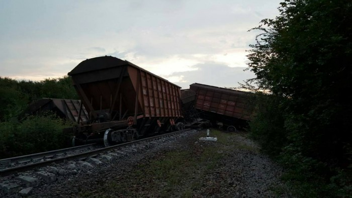 Accident pe calea ferată. Un tren cu 54 de vagoane a deraiat la Ialoveni: 20 de garnituri s-au răsturnat