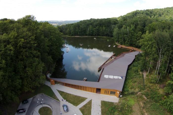 Lacul din România, care deţine trei recorduri mondiale. Apa sa are proprietăţi unice în Europa