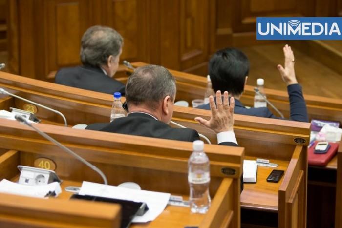 Pe final de mandat, deputații sunt gata să renunțe parțial la imunitate