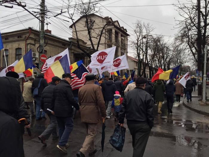 """(video) În Chișinău are loc Marșul Unirii. Oamenii scandează """"Trăiască, trăiască, Moldova, Ardealul și Țara Românească"""""""