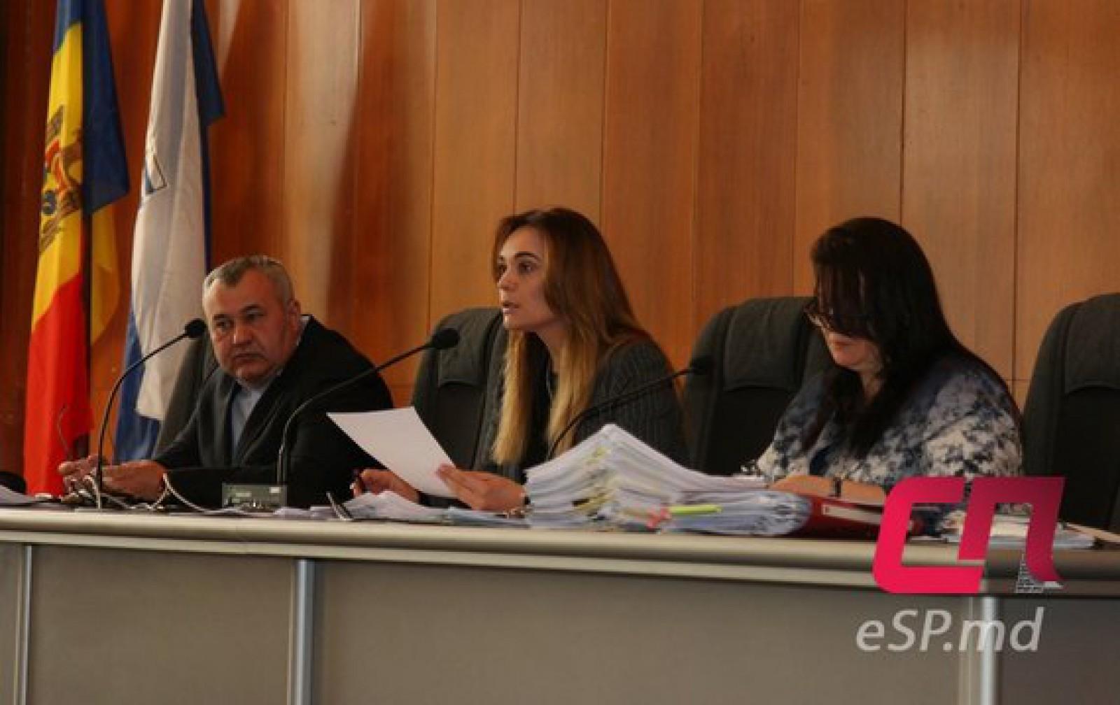 (video) Adunare scandaloasă la Ședința Consiliului Municipal din Bălți. Localnicii au organizat un miting pe holul Primăriei