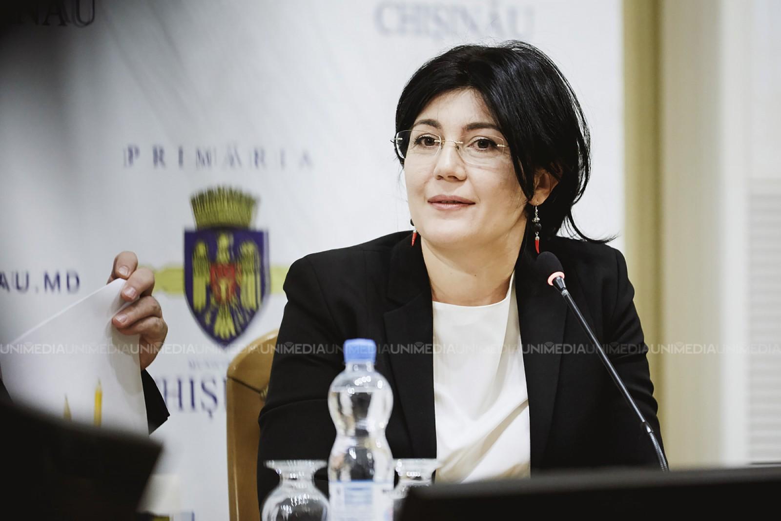 """(live) Conferința de presă cu tema """"Autoritățile electorale refuză nemotivat accesul la listele de subscripție a Silviei Radu"""""""