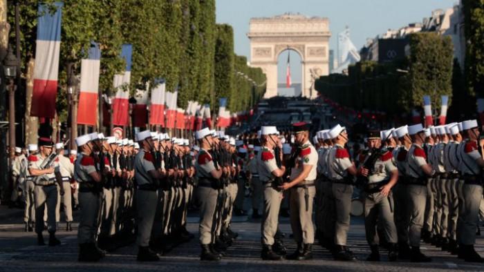 (live) Imagini de pe Champs-Elysees de Ziua Franței. Emmanuel Macron şi Donald Trump, la parada militară de Ziua Franţei