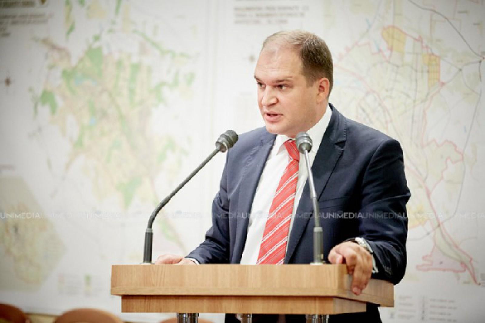 """(video) Ion Ceban a susținut o conferință de presă cu tema """"Totalurile vizitelor în mai multe capitale. Relațiile internaționale ale Chișinăului"""""""