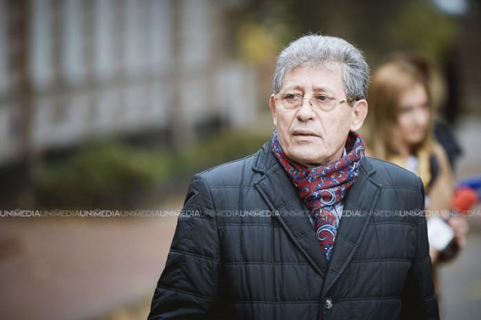 (video/update) Liderul PL, Mihai Ghimpu, a dăruit mărțișoare jurnalistelor de Dragobete