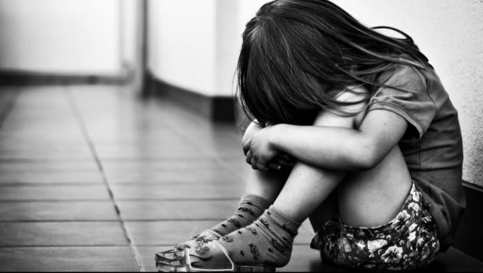 (video/update) A luat un copil de la un gimnaziu și îl abuza sexual într-un apartament: Un om de afaceri și directorul școlii, arestați