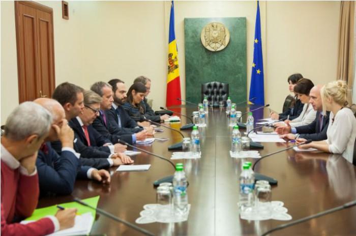 Mai mulți deputați europeni se află la Chișinău pentru scrutinul de duminică
