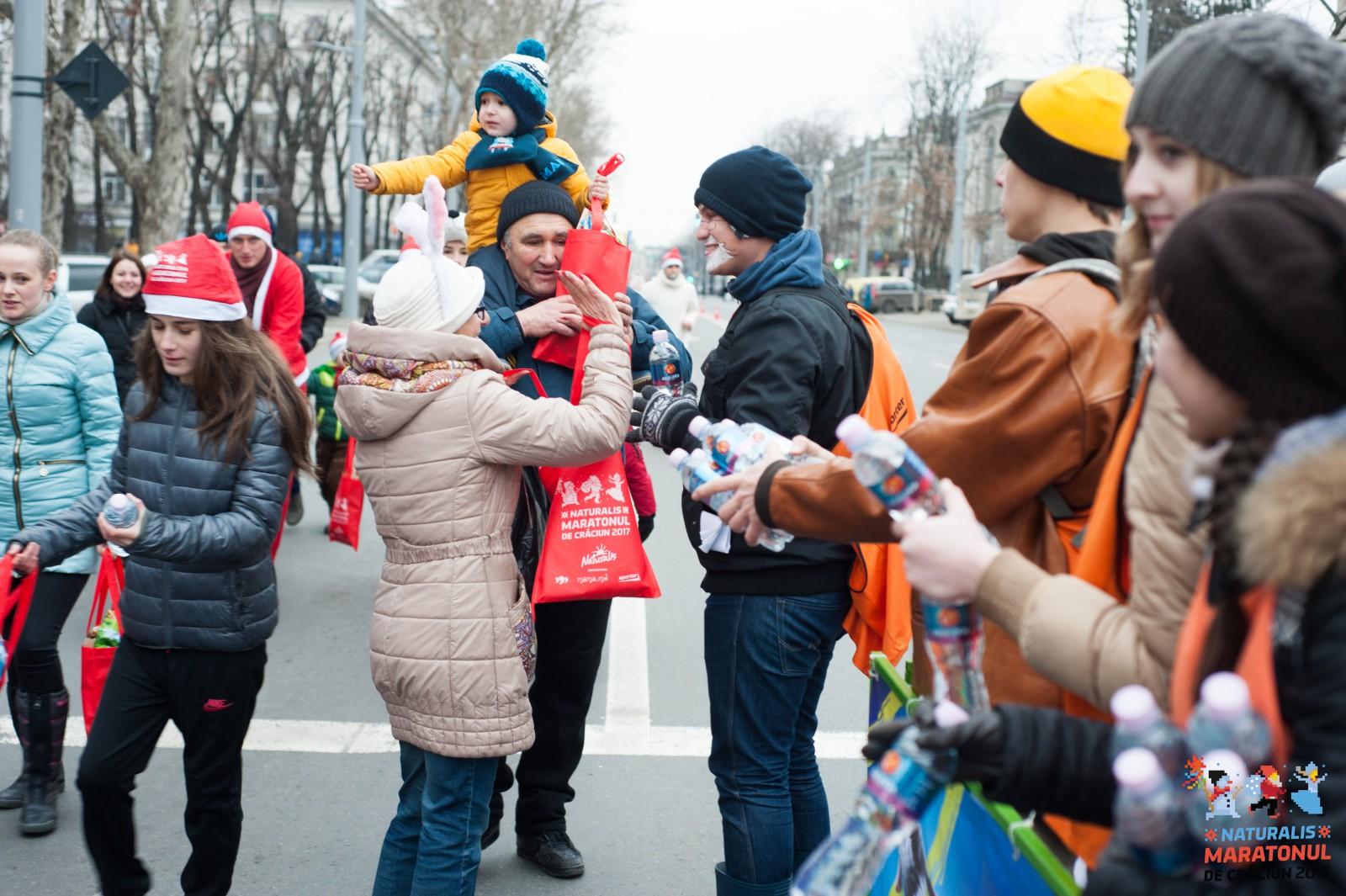 Maratonul de Crăciun a avut loc în centrul capitalei: Banii colectați vor fi donați unui băiețel care are nevoie de operație la picioare