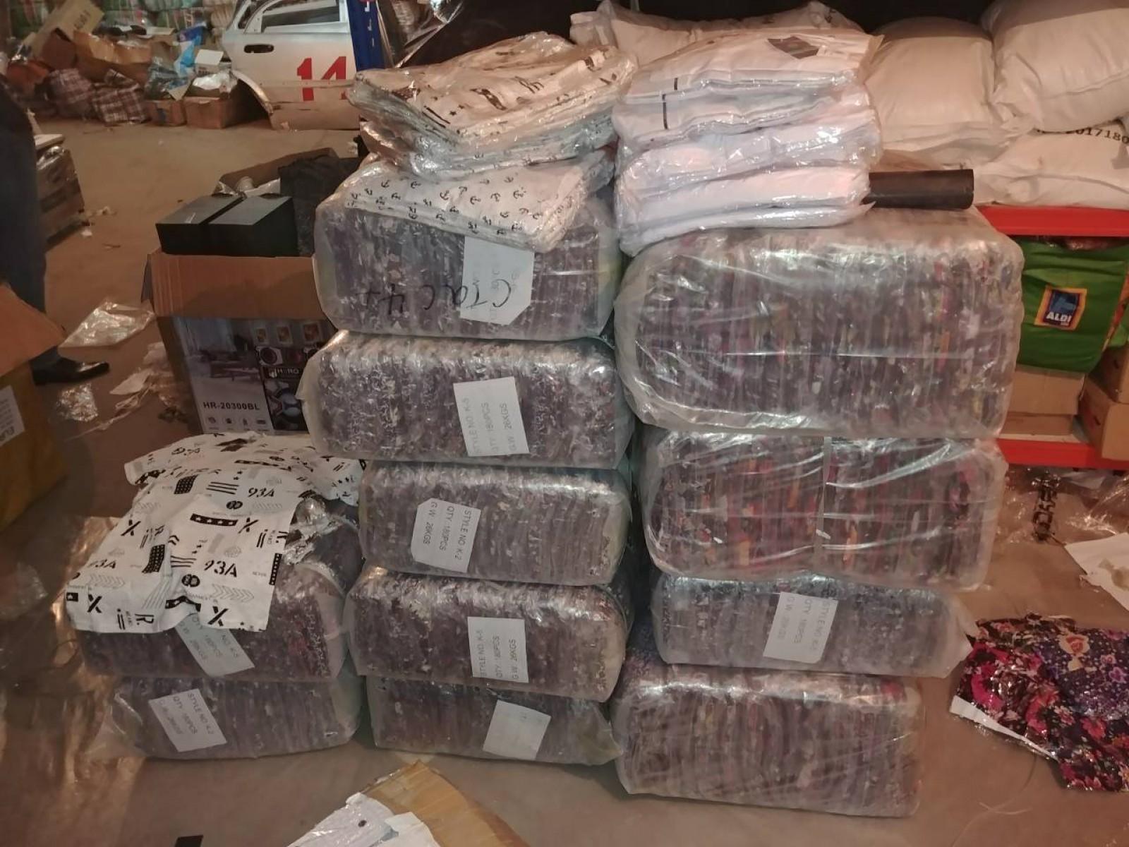 (foto) Mărfuri de contrabandă, în valoare de peste 200 mii de lei, reținute la vamă