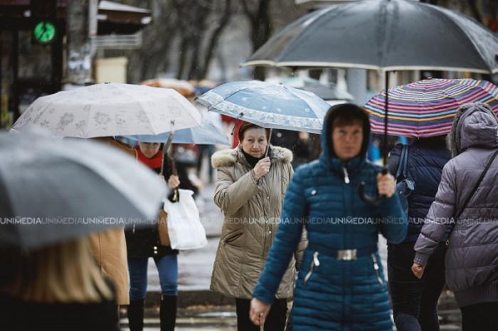 Meteorologii au emis Cod galben de ploi și vânt puternic