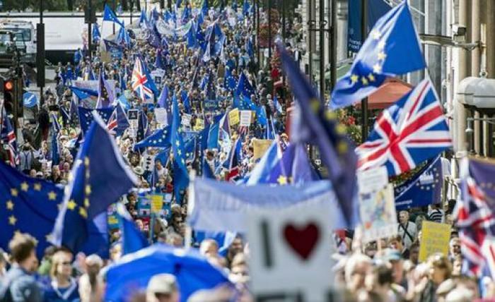 Mii de persoane au manifestat la Londra împotriva Brexit-ului