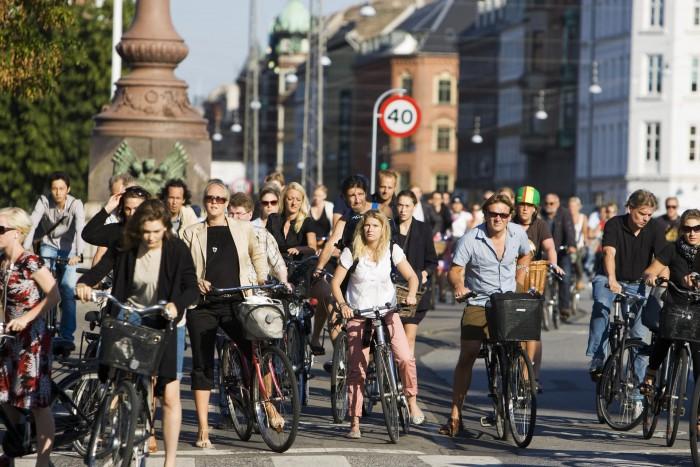 Modele comunitare: Cum e să fii ciclist în Europa și... la Chișinău