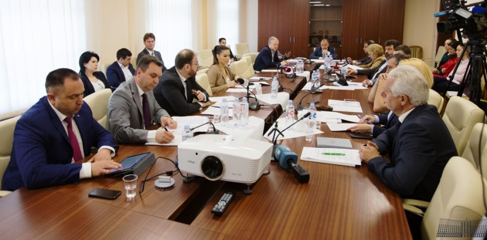 Mold-street: De ce cele mai mari trei bănci din Moldova rămân sub supravegherea intensivă a Băncii Naţionale