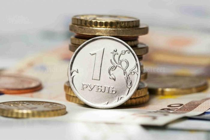 Mold-street: Rubla pierde teren. În trei ani cota monedei ruseşti în transferurile de bani a scăzut de trei ori