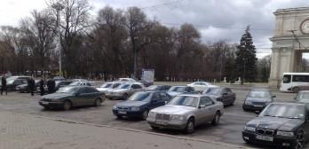 180 de zile într-un an pentru moldovenii cu dublă cetățenie, care dețin mașini cu numere străine
