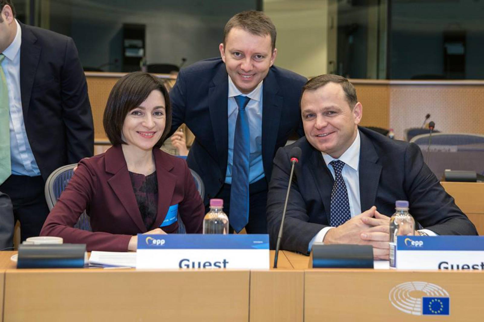 """Mureșan, după aderarea PAS și PPDA la PPE: """"De mâine, ne apucăm de treabă: pregătim strategia pentru alegerile parlamentare din Moldova din 2018"""""""