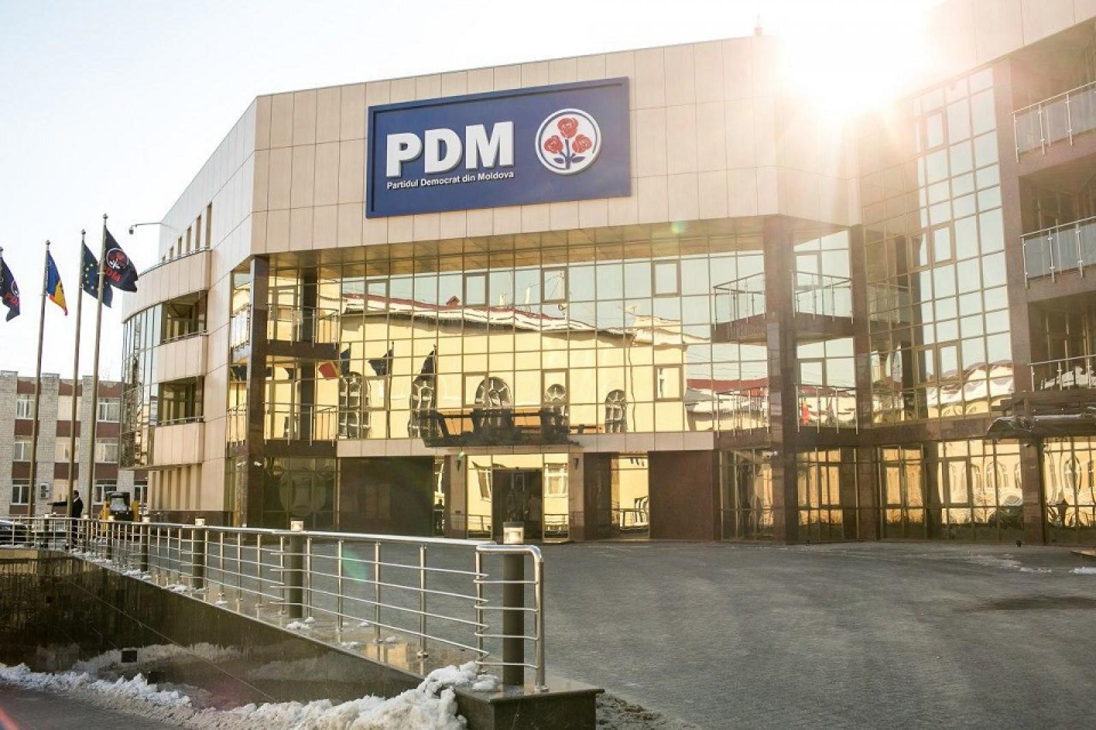NewsMaker: Cum PDM și apropiații fracțiunii câștigă în baza reformei sistemului de servicii publice