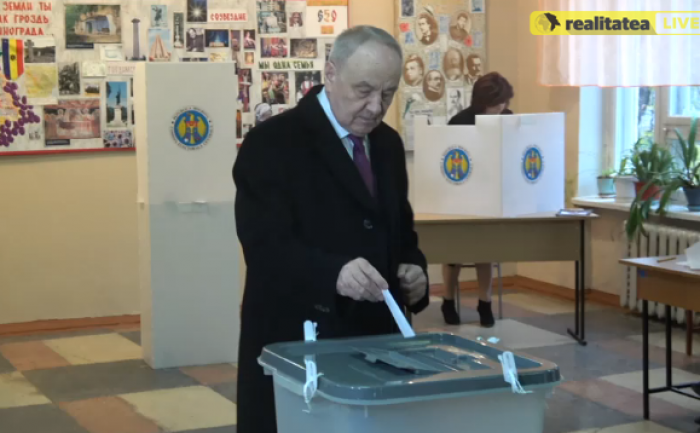 (video) Nicolae Timofti și-a exercitat dreptul la vot: Președintele să reușească să facă ceea ce nu am făcut noi
