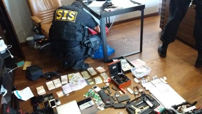 Noi detalii în cazul contrabandei cu anabolizante: Zeci de percheziții, persoane reținute și mii de euro, confiscați