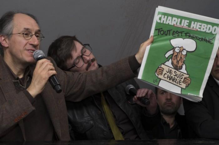 """Noul număr al revistei """"Charlie Hebdo"""" este vândut cu 690 de euro pe eBay"""