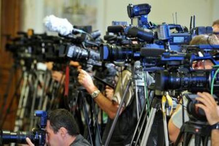 Imagini pentru jurnalisti