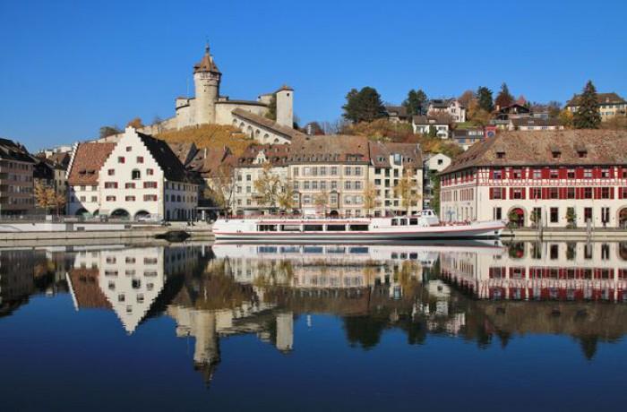 """O localitate din Elveția oferă oferă 60.000 de euro drept """"primă de instalare"""" familiilor care vor să se mute"""