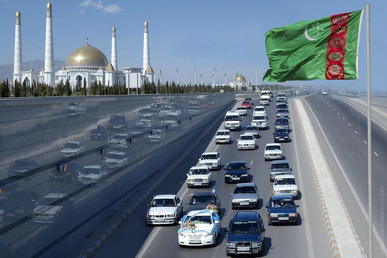 O nouă teroare pentru şoferii din Turkmenistan! Li se ridică maşinile dacă au plăcuţe cu numărul 77