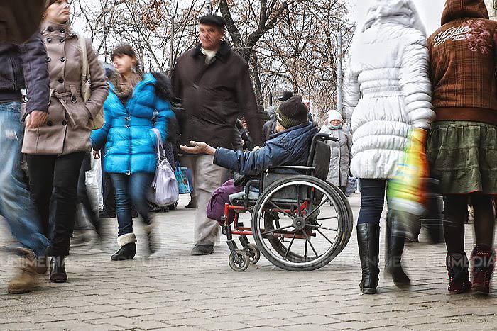 Obliga moldoveni să cerșească în Federația Rusă. Un bărbat riscă 20 de ani de închisoare