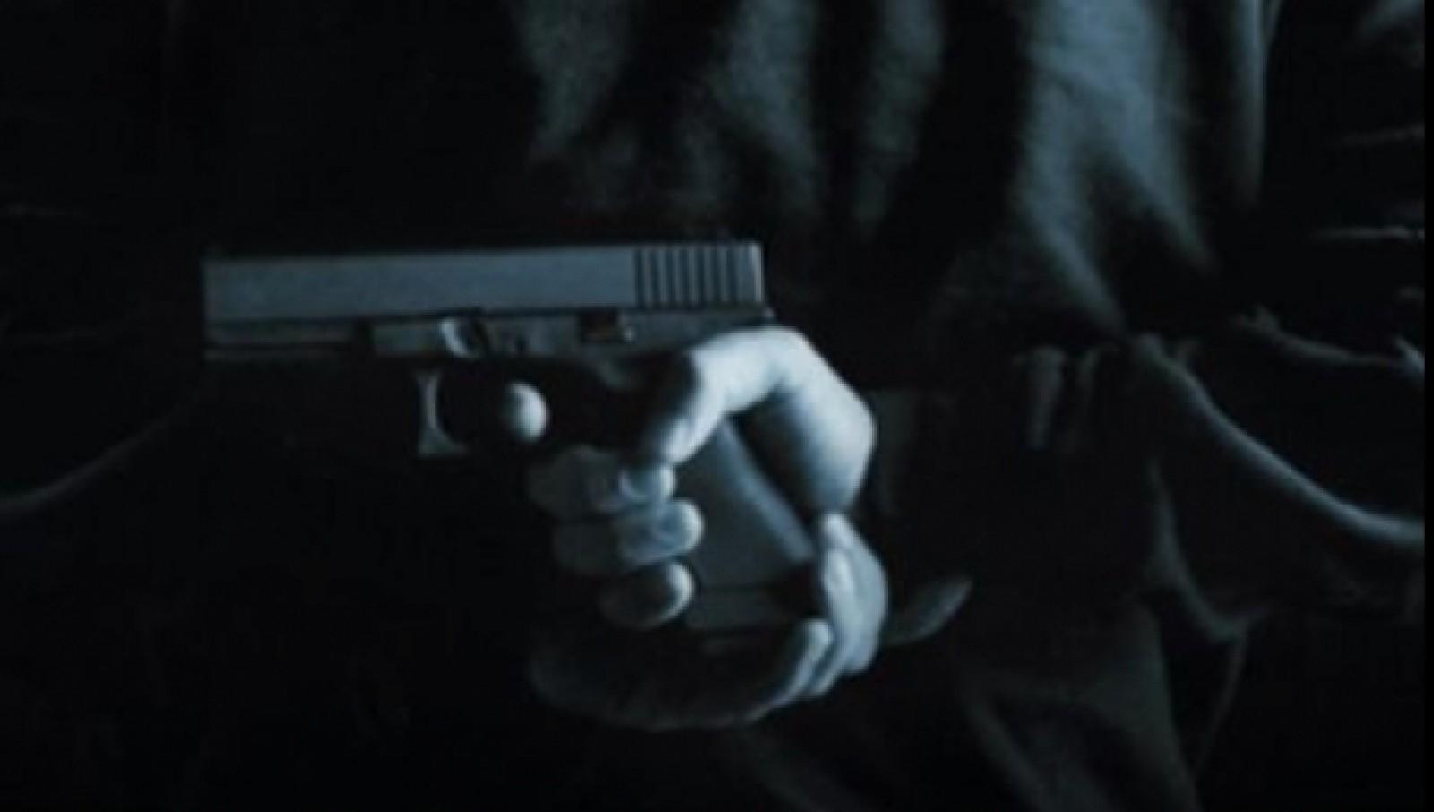 Om de afaceri asasinat în faţa sediului companiei sale