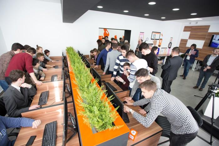 (video) Orange Digital LAB, proiect inovativ pentru educaţia digitală a tinerilor